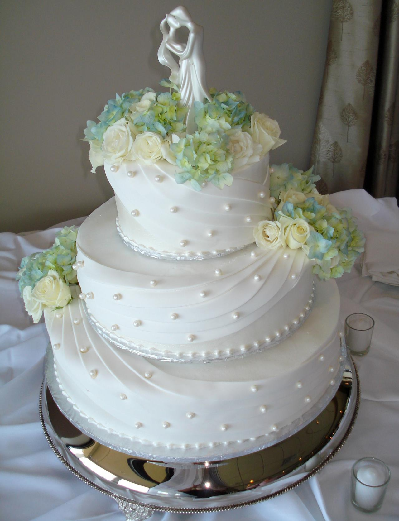 Wedding Cake Decorating Buttercream images